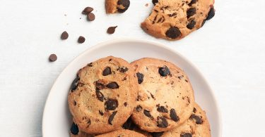 Chocolate-chip-cookie-in-bowl